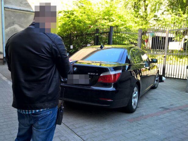 Policjanci odzyskali BMW policja.waw.pl