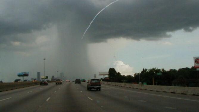 Deszcz i burze z gradem utrapieniem kierowców