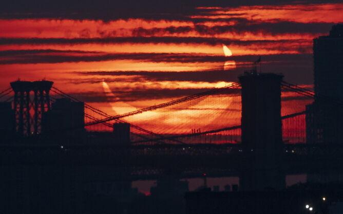 Częściowe zaćmienie Słońca w USA (PAP/EPA/JUSTIN LANE)