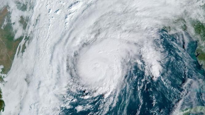 Huragan Zeta na zdjęciu satelitarnym z dnia 28 października (NOAA)