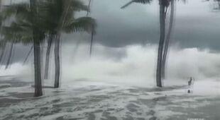 Zniszczenia i kilkumetrowe fale na wybrzeżu