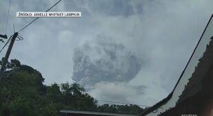 Nad wulkanem La Soufriere unosi się dym
